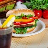близкий гамбургер вверх Стоковая Фотография