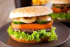 близкий гамбургер вверх Стоковые Изображения RF