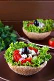 близкий греческий салат вверх стоковые изображения rf
