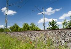 близкий день выравнивает следы железной дороги 2 вверх Стоковая Фотография RF