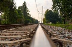 близкий день выравнивает следы железной дороги 2 вверх Бесплатная Иллюстрация