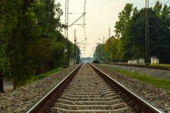 близкий день выравнивает следы железной дороги 2 вверх Стоковое фото RF