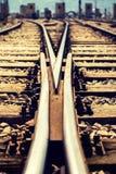 близкий день выравнивает следы железной дороги 2 вверх Стоковое Изображение