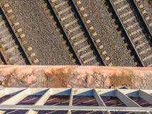 близкий день выравнивает следы железной дороги 2 вверх Стоковая Фотография