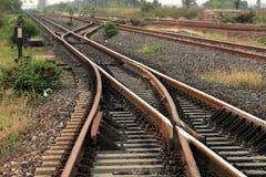 близкий день выравнивает следы железной дороги 2 вверх Стоковые Фотографии RF