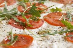близкий итальянский вкус пиццы вверх Стоковые Изображения RF