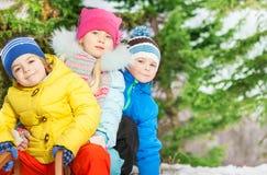 Близкий портрет маленьких ребеят в одеждах зимы Стоковые Изображения RF