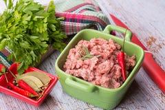 близкое ое мясо подготовляет готовое к вверх Стоковая Фотография