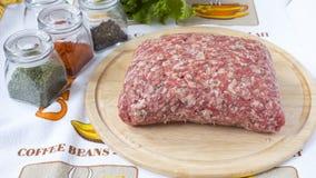 близкое ое мясо подготовляет готовое к вверх Стоковое Изображение