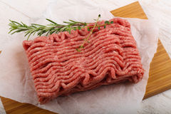 близкое ое мясо подготовляет готовое к вверх Стоковые Фотографии RF