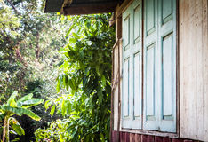 Близкое окно старой курятники Стоковое фото RF