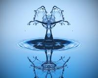 близкое падение вверх по воде Скульптура воды Стоковые Фото