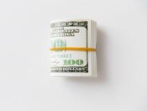 Близкое uop пакета денег доллара связанного с резиной Стоковые Изображения