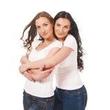 2 близнеца объятие и усмехаться Стоковые Фото