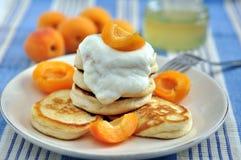 Блинчики с абрикосами Стоковая Фотография RF