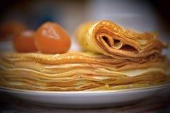 Блинчики с вареньем и чаем смоквы Стоковое Изображение