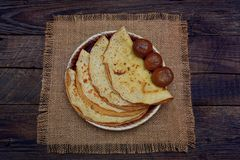 Блинчики с вареньем и чаем смоквы Стоковое Фото