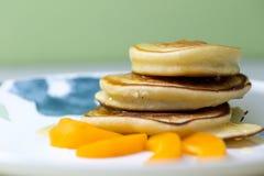 Блинчики с медом и абрикосом Стоковое Изображение RF