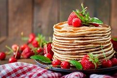 Блинчики с ягодами Стоковые Изображения