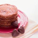 Блинчики шоколада и шоколады в форме сердца Стоковые Фотографии RF