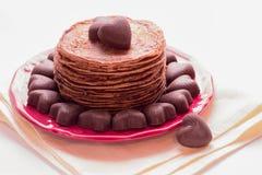 Блинчики шоколада и шоколады в форме сердца Стоковое фото RF