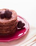 Блинчики шоколада и шоколады в форме сердца Стоковая Фотография