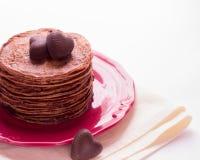 Блинчики шоколада и шоколады в форме сердца Стоковые Изображения RF