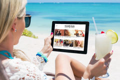 Блог моды чтения женщины стоковые фото