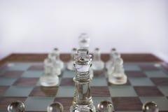 2 блока шахматных фигур на доске Стоковые Фотографии RF