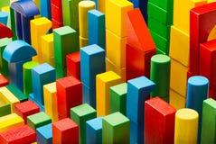 Блоки забавляются абстрактная предпосылка, организованные строя кирпичи, ребенк c Стоковое Фото