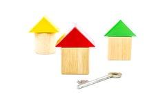 Блоки игрушки дома деревянные с ключом Стоковая Фотография