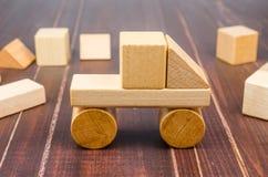 Блоки игрушки тележки деревянные Стоковое Изображение RF