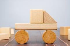 Блоки игрушки тележки деревянные Стоковые Фотографии RF