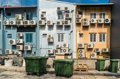 Блоки конденсатора кондиционеров воздуха на стене здания Стоковая Фотография
