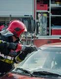 Блоки огня и спасения непредвиденные на автомобильной катастрофе Стоковая Фотография