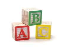 блоки предпосылки алфавита изолировали белизну стоковые фотографии rf