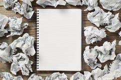 Блокноты и скомканная бумага Стоковая Фотография