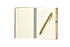 Блокнот с ручкой на белой предпосылке Стоковое Фото