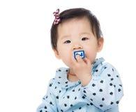 Блок игрушки ребёнка сдерживая Стоковые Изображения