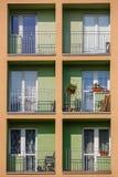 Блок квартир в вертикальной рамке Стоковые Изображения RF