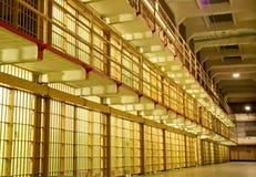 Блок тюремной камеры с клетками на одной стороне Стоковые Фотографии RF