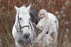 2 блондинка, девушка с лошадью Стоковая Фотография RF