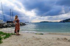 Блондинка на большом заливе St Maarten Стоковое Изображение RF