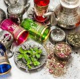Блюда стекел чайника и чая восточные серебряные Стоковое Фото