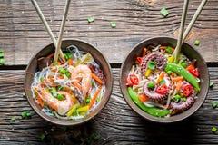 2 блюда с овощами и морепродуктами Стоковое Изображение RF