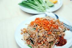 Блюда Таиланда национальные, stir-зажаренные лапши риса (пусковая площадка тайская) Стоковая Фотография