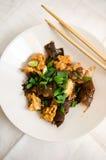 Блюдо грибов уха цыпленка и древесины Стоковое Изображение RF