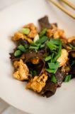Блюдо грибов уха цыпленка и древесины Стоковое Изображение