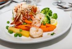 Блюдо морепродуктов с омаром и креветкой Стоковое Изображение