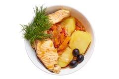 Блюдо рыб в плите на белой предпосылке Стоковое Изображение RF